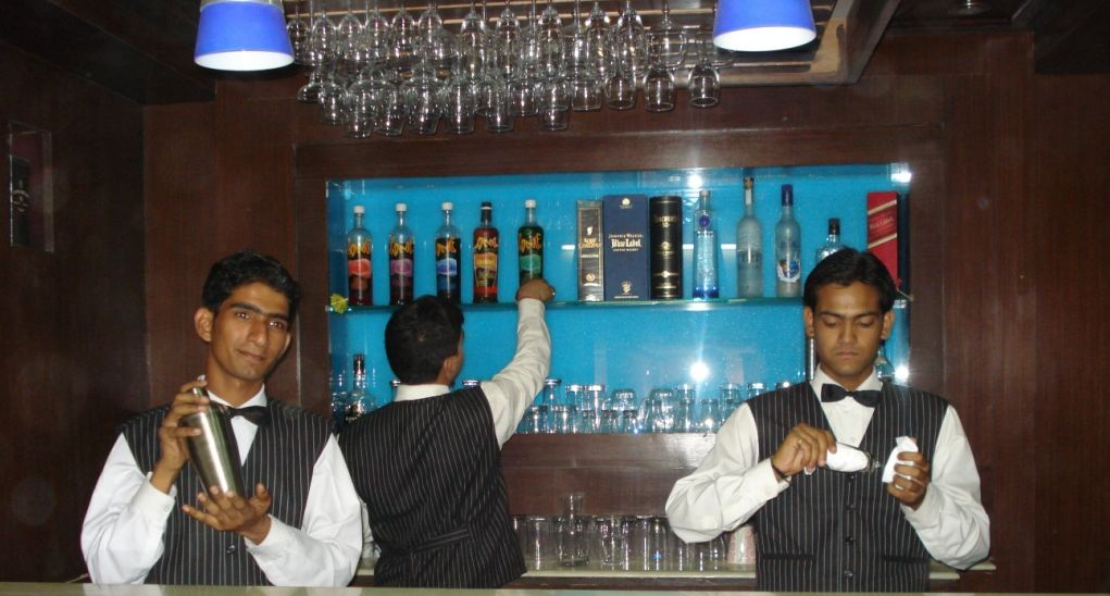 restaurant and bar course in delhi